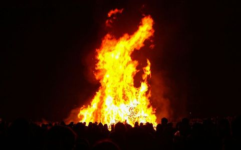 bonfire-56a42f7a3df78cf7728131bf